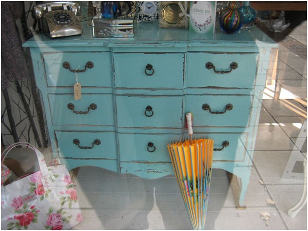 How to successfully paint furniture
