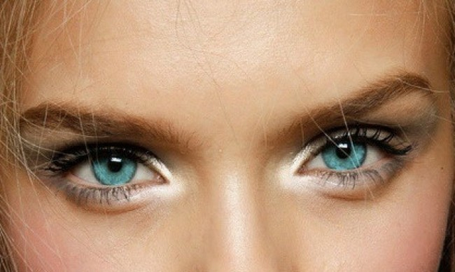 Highlight the eyes